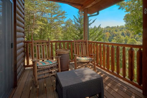4 Bedroom cabin with Rockers and View - Hillbilly Hideaway