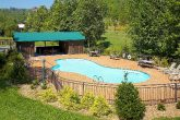 4 Bedroom cabin with Resort Swimming Pool Access