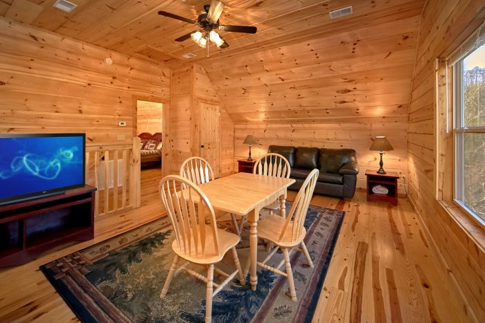 3 Bedroom Luxury Cabin with loft & sleeper sofa - Hillside Haven