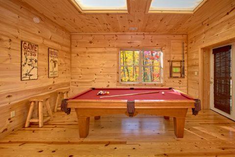 Luxury 3 Bedoom cabin with Pool Table - Hillside Haven