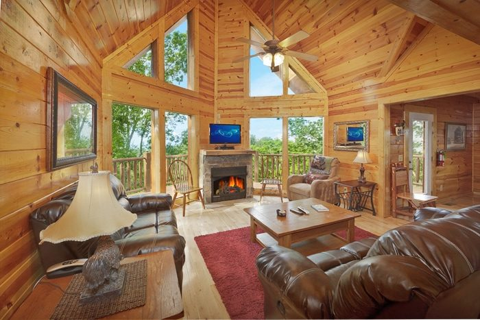 Premium Large Cabin Luxuriously Furnished - Hilltop Hideaway