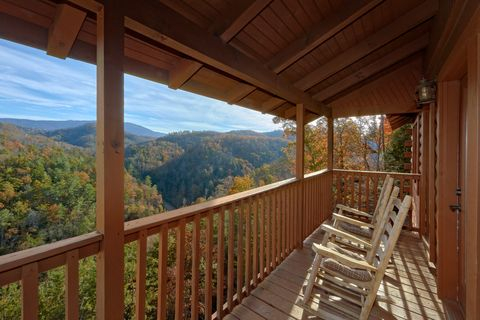 Coverd Porch with Spectacular Views - Hilltopper