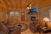 Wears Valley Cabin with an Fireplace
