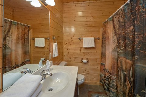 Cabin with 2 queen bedrooms and 1 King bedroom - Honey Bear
