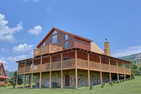 Luxury Cabin with wrap around porch and hot tub - Honey Bear