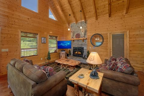 3 Bedroom Cabin with Fireplace and sleeper sofa - Honey Bear