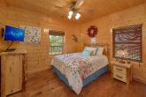 3 Bedroom Cabin with 2 queen beds