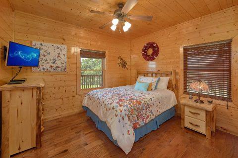 3 Bedroom Cabin with 2 queen beds - Honey Bear