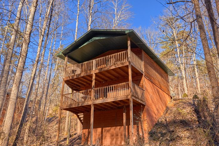 Rustic Cabin with Wooded View and Hot Tub - Honey Bear Hill