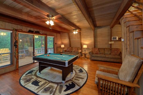2 Bedroom Cabin with a Billiards Table - Honeycomb Hideout