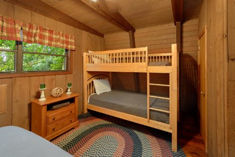 2 Bedroom Cabin with Twin Bunk-beds - Honeycomb Hideout