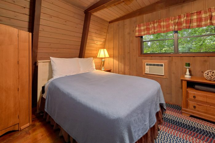 2 Bedroom Cabin with a Queen Bed - Honeycomb Hideout
