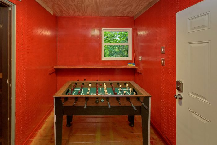 2 Bedroom Cabin with a Foosball Table - Honeycomb Hideout