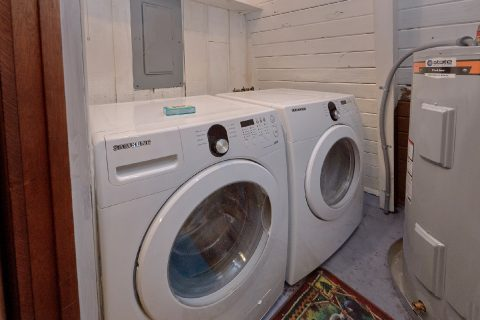 2 Bedroom Cabin with a Washer and Dryer - Honeycomb Hideout