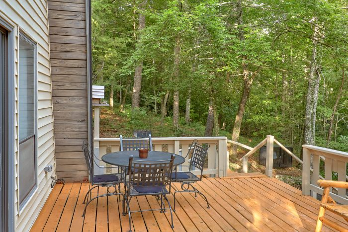 2 Bedroom Cabin in Pigeon Forge - Honeycomb Hideout