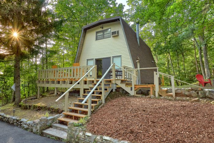 Cozy 2 Bedroom Cabin in the Smoky Mountains - Honeycomb Hideout