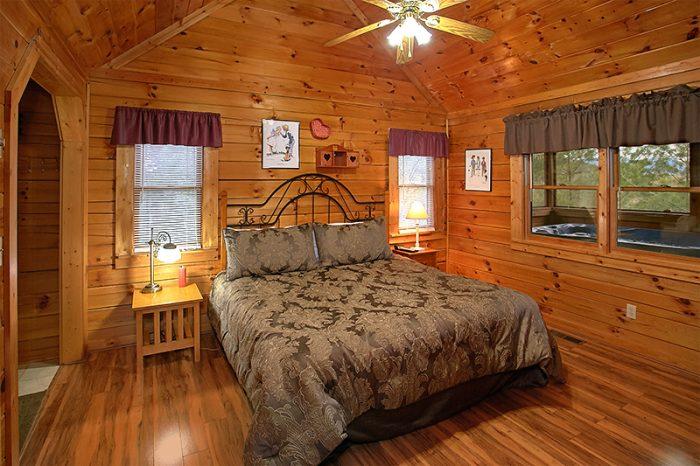 1 Bedroom Cabins All Main Floor Rooms - Honeymoon Getaway