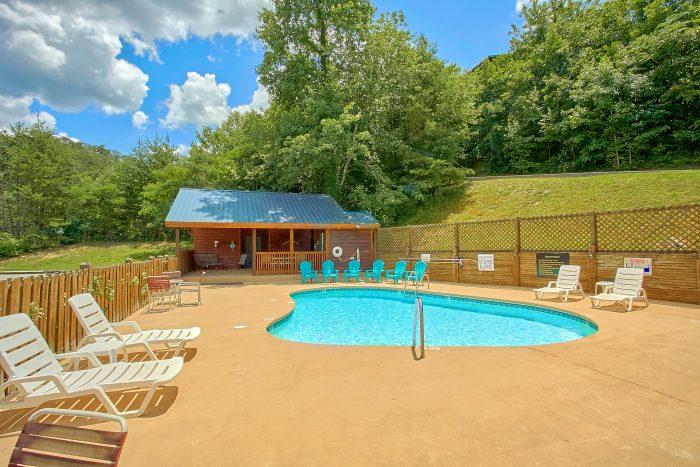 Cabin with Outdoor Swimming Pool Access - Honeymoon Getaway