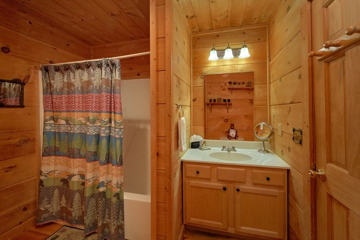 Honeymoon Cabin with Pool Table and Loft - Huggable Hideaway