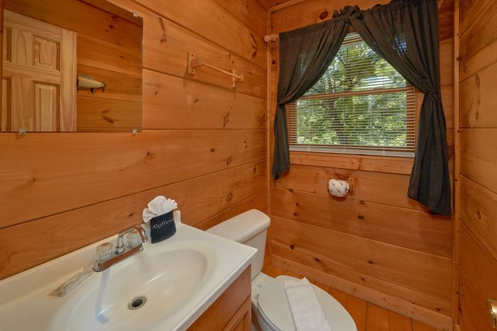 Private 1 bedroom cabin with Hot Tub and View - Huggable Hideaway