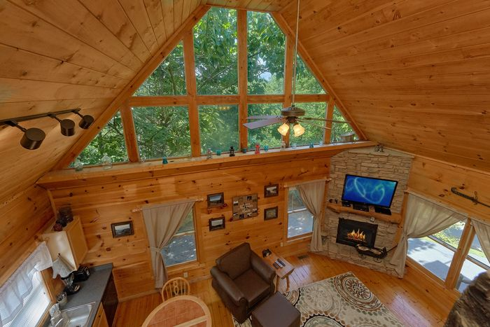 Wooded View and Hot Tub at 1 bedroom cabin - Huggable Hideaway