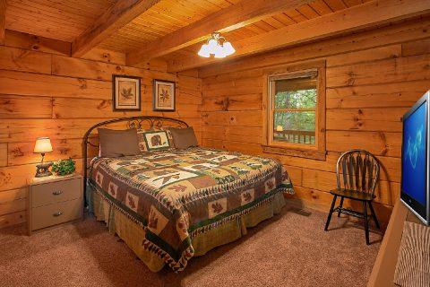 King Master Suite in Gatlinburg Cabin - Hunting Hollow Haven
