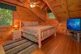 3 Bedroom cabin Sleeps 8 Loft Queen Bedroom