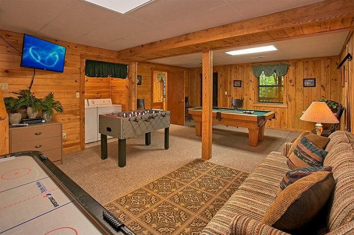 Gatlinburg Cabin with Large Game Room - Hunting Hollow Haven