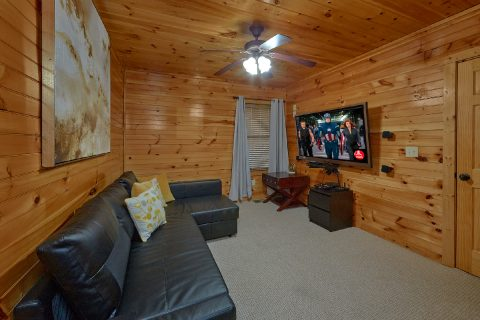 Luxury 2 bedroom cabin with Theater Room - I Love View