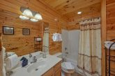 Gatlinburg Cabin with 3 private bathrooms