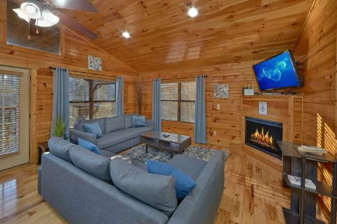 Gatlinburg Cabin with Sleeper Sofa and Fireplace - I Love View