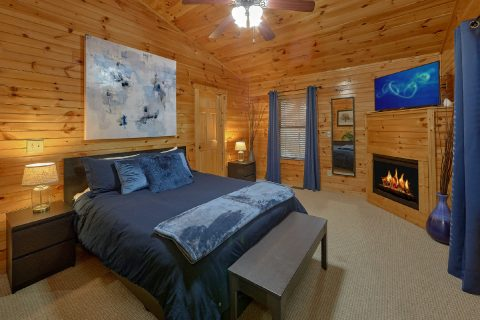 Luxury Cabin with Master bedroom with fireplace - I Love View