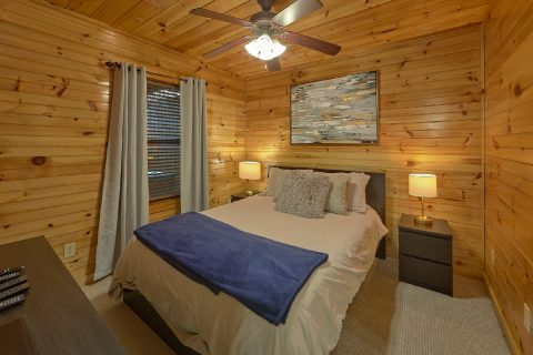 Gatlinburg Cabin with 2 Master Bedrooms - I Love View