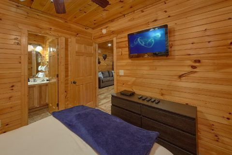 Private Queen bedroom with bath in luxury cabin - I Love View