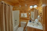 Cabin with Private Bathroom in Queen bedroom