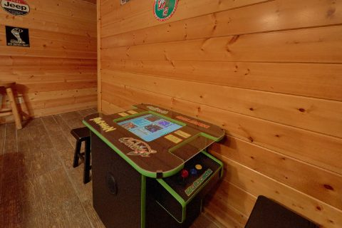 5 Bedroom Cabin Sleeps 15 with Arcade Game - In The Heart Of Pigeon Forge