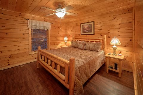 5 Bedroom Cabin with King bedroom on Lower Level - In The Heart Of Pigeon Forge