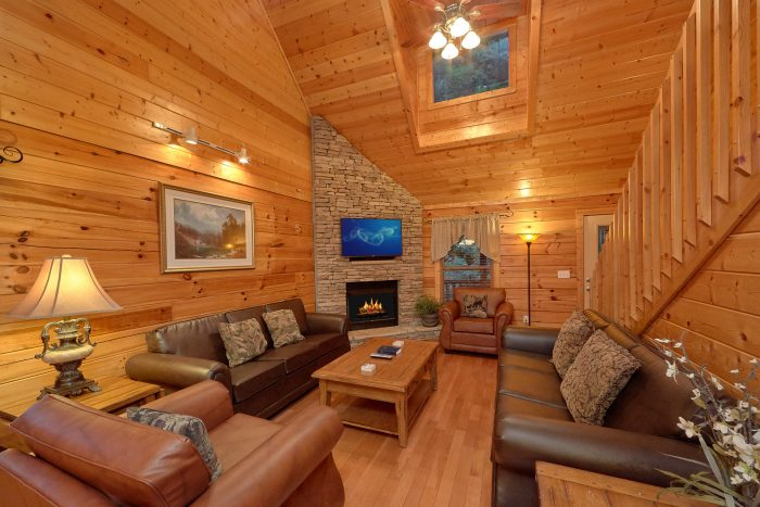 Spacious 5 Bedroom Cabin in Pigeon Forge - In The Heart Of Pigeon Forge