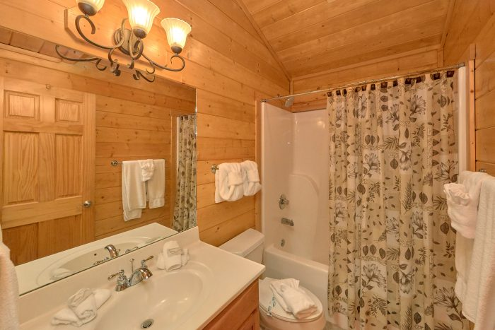 Beautiful 5 Bedroom Cabin Sleeps15 Pigeon Forge - In The Heart Of Pigeon Forge