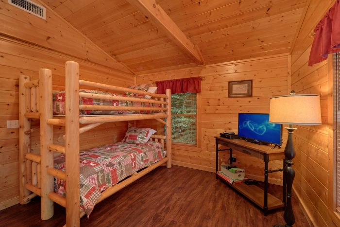 Open Loft Extra Sleeping Area - In The Heart Of Pigeon Forge
