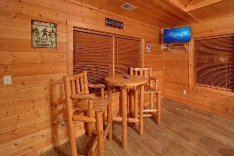 5 Bedroom Sleeps 15 Pub Table in Game Room - In The Heart Of Pigeon Forge