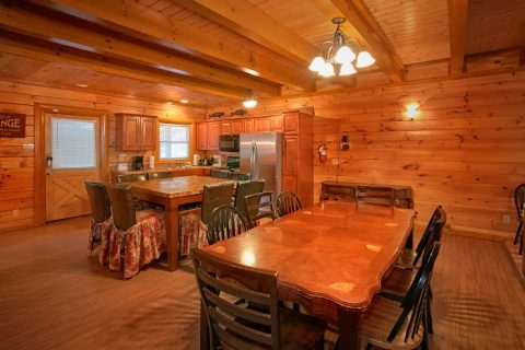 8 Bedroom Cabin Sleeps 28 with Plenty of Seating - Indoor Pool Lodge