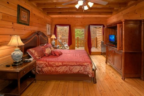 8 Bedroom Cabin Sleeps 28 Main Floor Bedroom - Indoor Pool Lodge