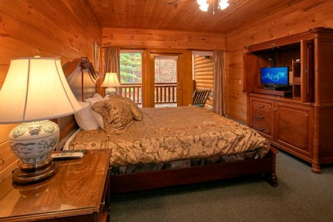8 Bedroom Cabin Sleeps 28 with 5 King Beds - Indoor Pool Lodge