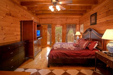 8 Bedroom Cabin Sleeps 28 with Master Suite - Indoor Pool Lodge