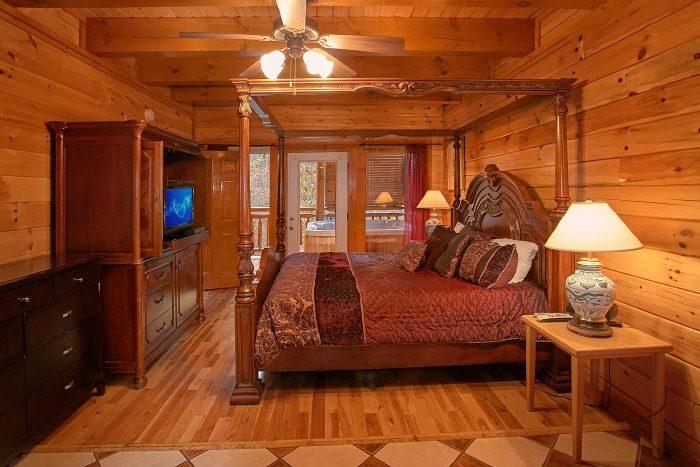 8 Bedroom Cabin Sleeps 28 with 5 King Beds - Indoor Pool Lodge