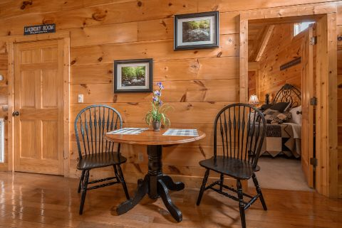 Cozy Dining area in premium 1 bedroom cabin - It's A Waterful Life