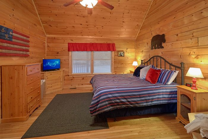 Cozy 1 Bedroom Cabin with a King Size Bed - It's About Time