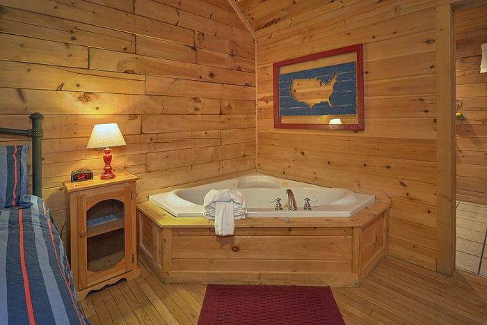 1 Bedroom Cabin with an Indoor Jacuzzi Tub - It's About Time