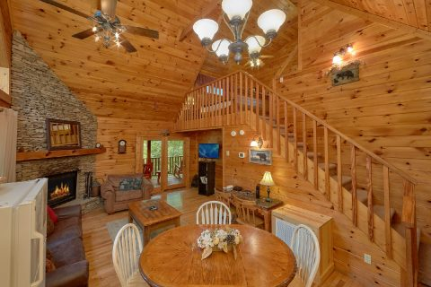1 Bedroom Cabin Sleeps 6 Open Floor Plan - Jasmine's Retreat